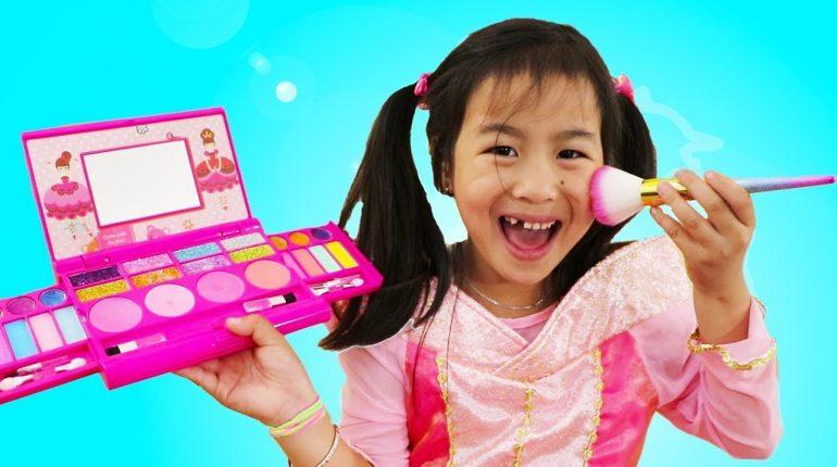 Jannie & Wendy Pretend Play Princess Party Dress up & Kids Make U...