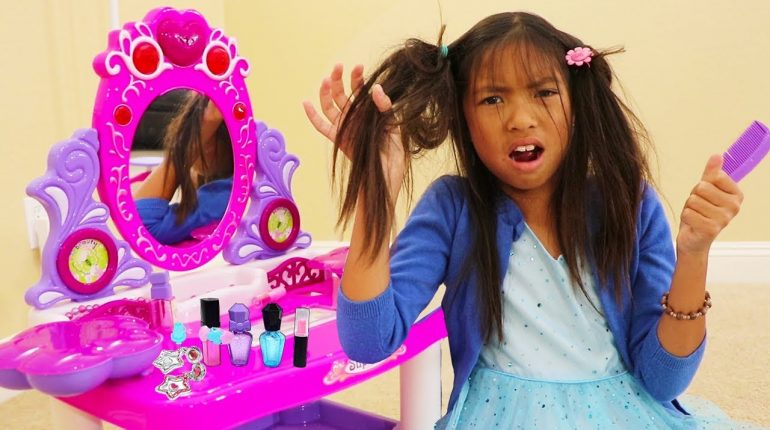 Wendy Pretend Play Fun PRINCESS Dress Up and Makeup Kids Toys for...